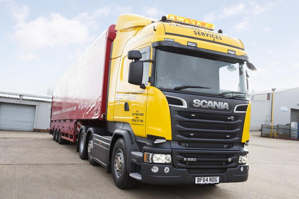 New Scania V8 tractor unit